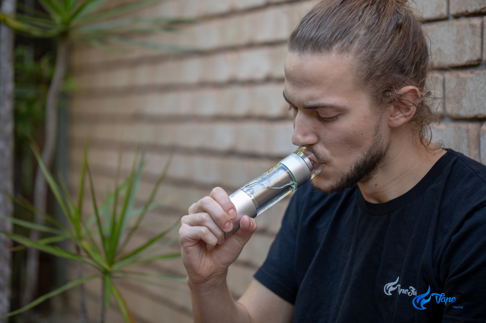 Hydrology9 Vaporizer in use