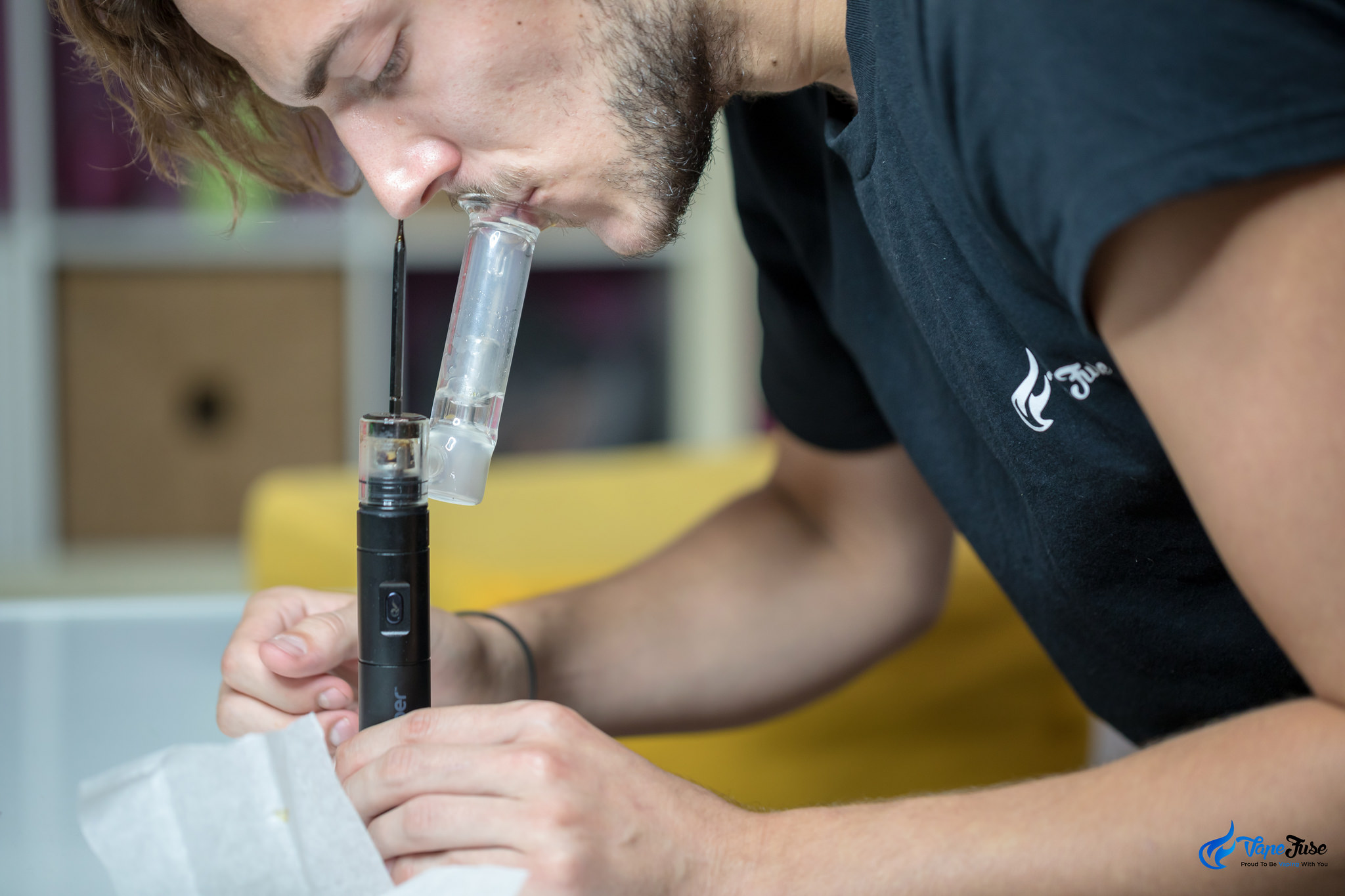 Dr. Dabber Boost Black Edition in use