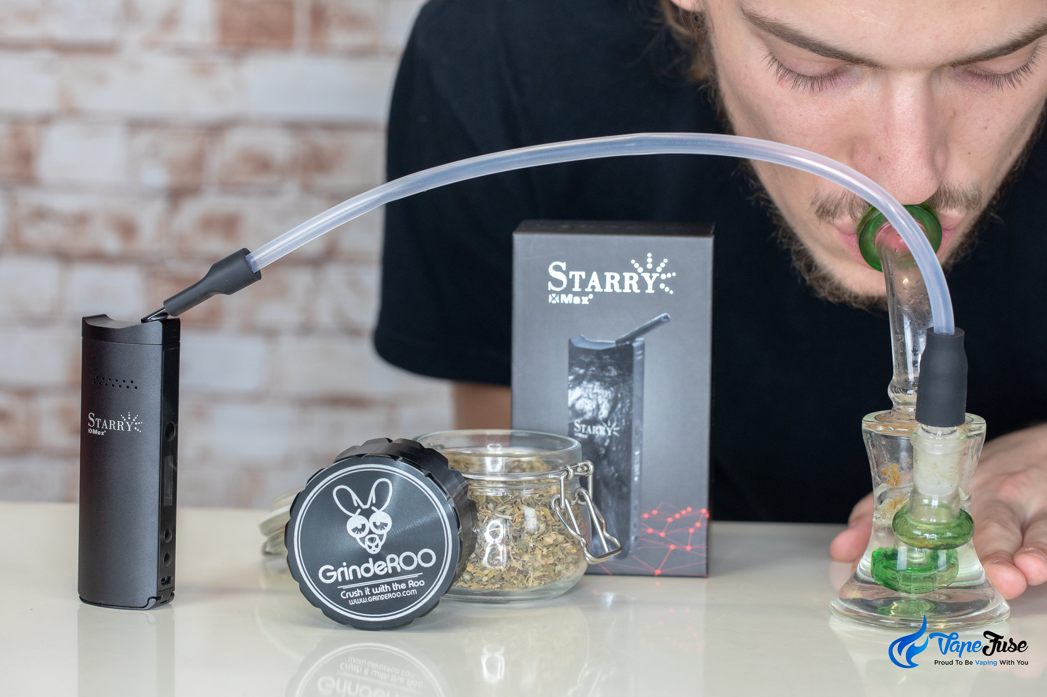 Xmax Starry vaporizer connected to water pipe